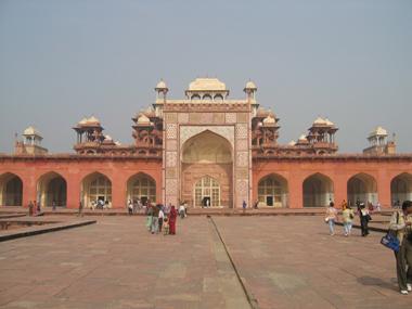 Fatehpur-Sikri-Tor-04.jpg